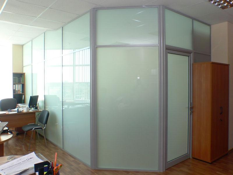 Алюминиевые перегородки с дверью